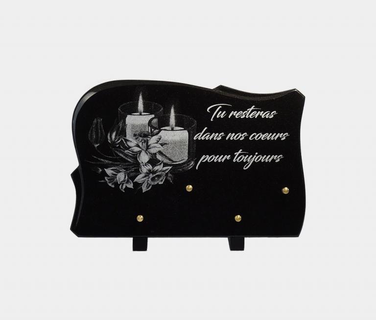 plaque funéraire moderne illustrée d'une gravure de bougies et pensée