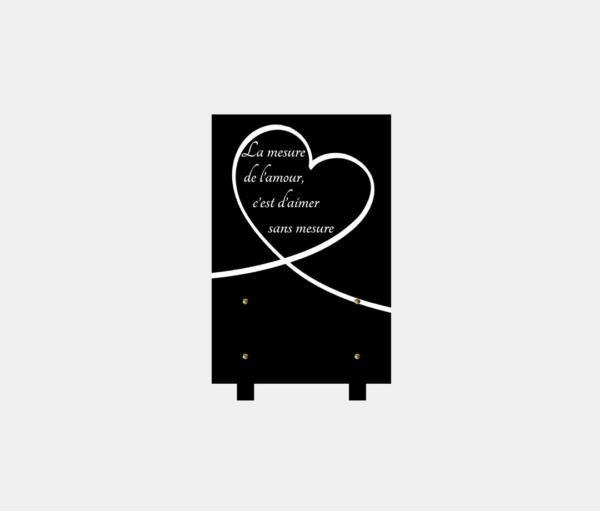 plaque funéraire moderne illustrée d'une gravure d'un cœur et poème