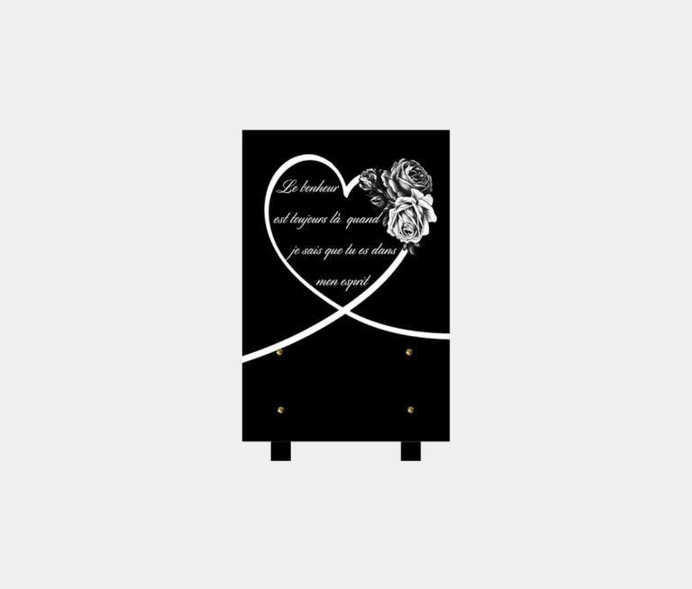 plaque funéraire moderne illustrée d'une gravure d'un cœur et de roses