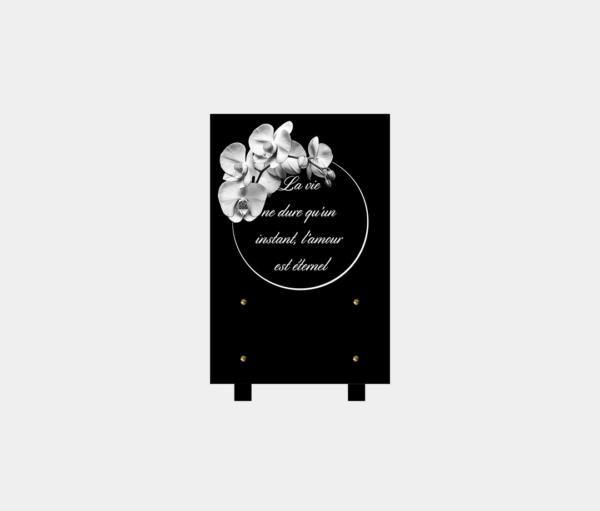 plaque funéraire moderne illustrée avec une gravure d'une orchidée et poème